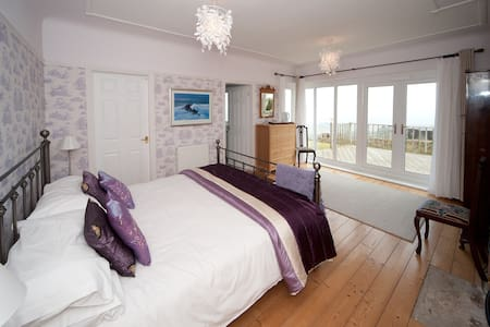 HILBRE B&B-River view room - Bed & Breakfast