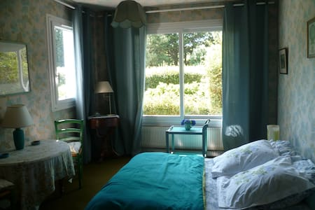 Chambre spacieuse, RDC, proche mer - Gouesnach
