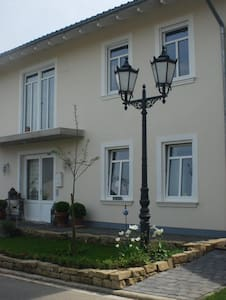 Zimmer in großem Einfamilienhaus - Maison