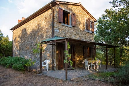 Quiet Tuscan country home with view - Montecchio - Rumah
