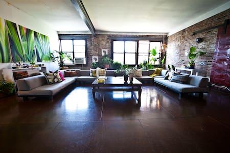 Lovely Room, HUGE 5000 sqft Loft 4