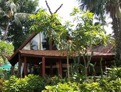 Thai style villa 25m from the beach