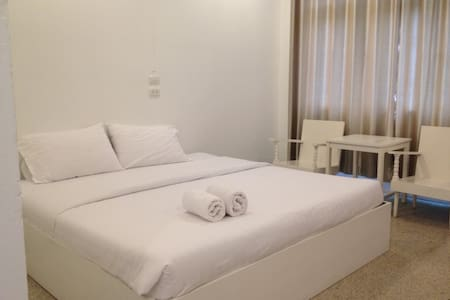 PrivateRoom@city centre 100% - Bed & Breakfast