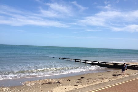 THE DECK  A 2 story Beach Apartment - Shanklin - Appartement