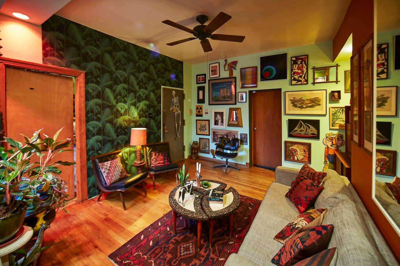 Williamsburg room, private entrance