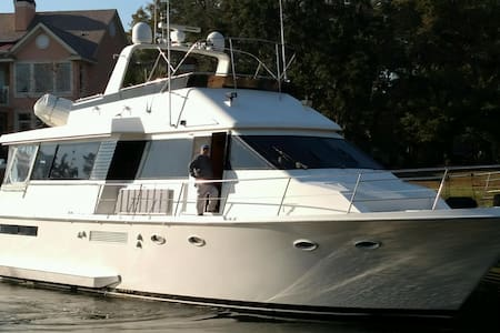 FOREVER YOUNG Luxury yacht downtown Stuart - Stuart