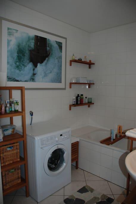 Bathroom with tub and washing machine
