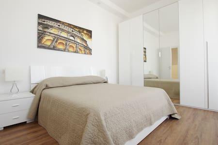 Delizioso attico confortevole e luminoso (int.b) - Lido di Ostia