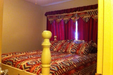 Queen Bed  , Main floor - De Winton