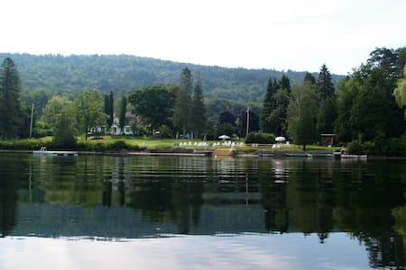 Loch Lyme Lodge - 2BR B&B on pond, pet friendly - Oda + Kahvaltı