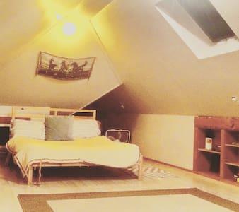Cozy Attic Loft in VintageVictorian