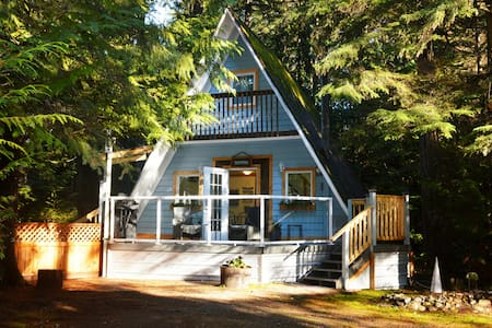 Stone's Throw Cottage Retreat - Qualicum Beach - Kabin