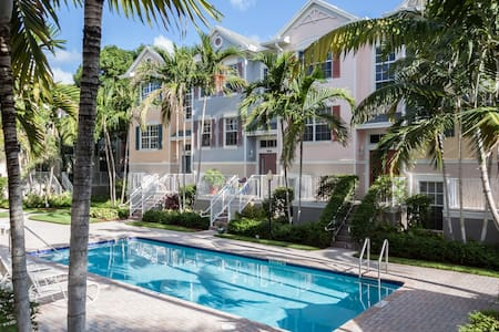 Private Suite in Wilton Manors