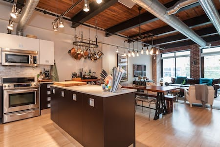A beautiful 2 bedroom loft at the Toy Factory building in Liberty Village. Surrounded by restaurants, coffee shops, boutique shops and only a few blocks from a beach, Liberty Village provides the perfect base for your trip to Toronto.