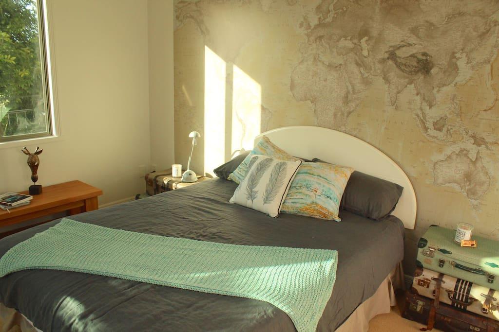 'Globetrotter' bedroom with queen bed
