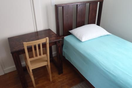 Furnished Room, Quiet Setting (W)