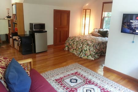 Cozy private room 8 mins from UCONN - Ház