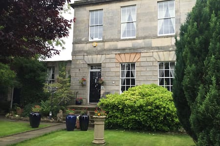 Edinburgh Georgian House by the Sea. Veritys Room - Edimburgo - Casa