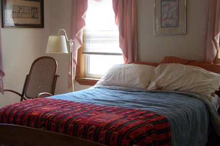 Spacious Bright Airy Room in Salem