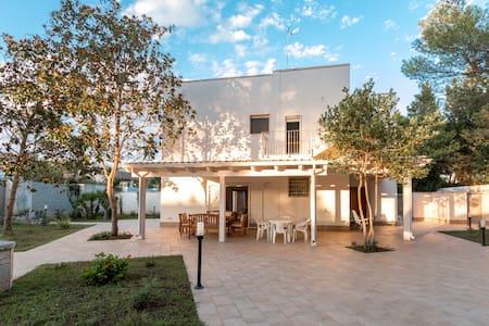 Splendida villa sul mare - San Cataldo