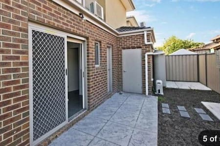 Charming brand new townhouse - Reservoir - House