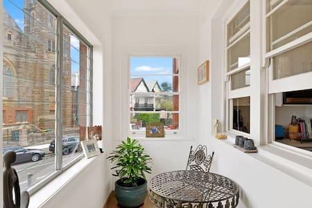 Stylish unit: warm & relaxed feel! - Lägenhet