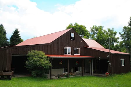 Finger Lakes Getaway - Ithaca Farmers Market Farm - House