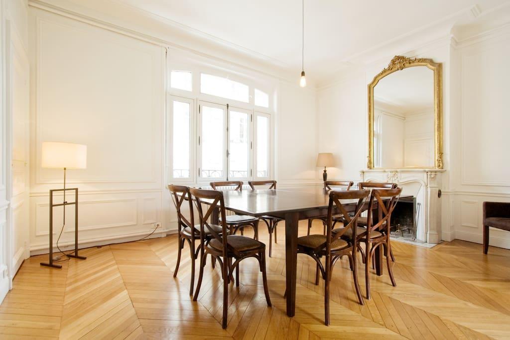 Salle-à-manger / Dining-room