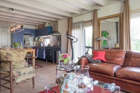 "Kitty""s Place - Warmond - Chalet"