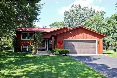 Casa Rojo #1 (Bedroom 1 of 2) - Minneapolis