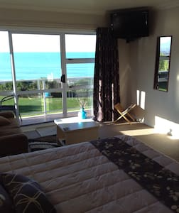 Quality Rooms with Sea Views! - Bed & Breakfast