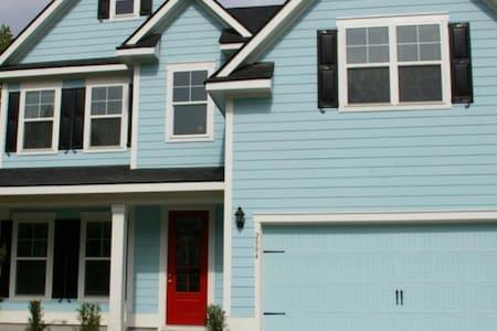 1, 2, or 3 Bedrooms in NEW home!! - Mount Pleasant - Huis