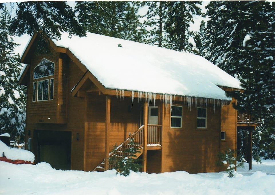 Looks like a gingerbread house in winter-- nice and cozy