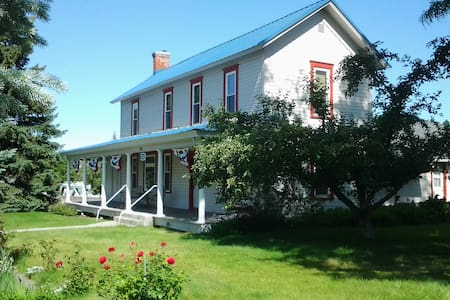 Wasco House Bed & Breakfast $75 - Wasco