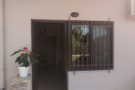 Nice studio 650m from the beach - Chania - Apartment