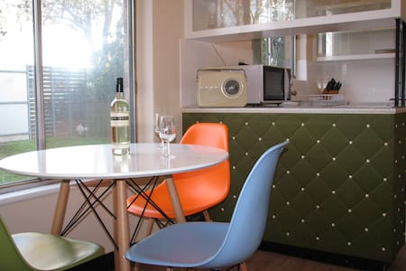 Festival Stays Goodwood Apartment - Apartment