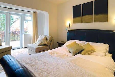 Woodland Views Bed & Breakfast - Bed & Breakfast