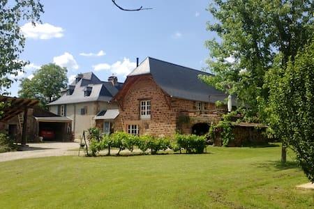 Gîte avec piscine, près de Conques - Haus