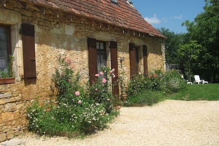 Old cottage house close to Sarlat, kid-friendly - House