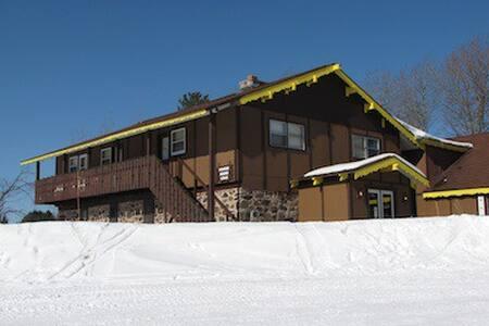 Powder Hound Lodge sleeps 30-40 - Ironwood Township