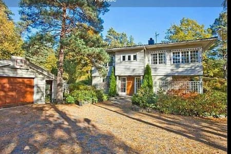 Big house in nice surroundings - Eydehavn - House