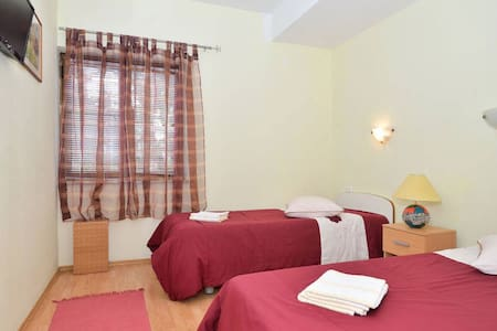 Room/WIFI/bathroom/parking/B&B,no`2 - Pula - Bed & Breakfast