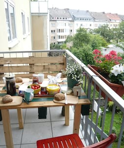 sunny central room with balcony - Münster - Apartment