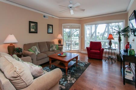 Updated 2 Bdr condo with oceanviews