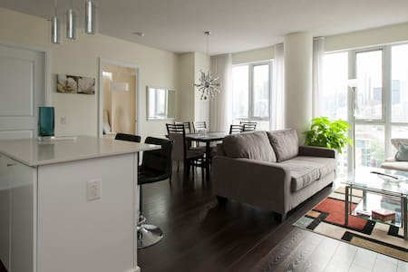 Luxury Downtown Spacious Apartment