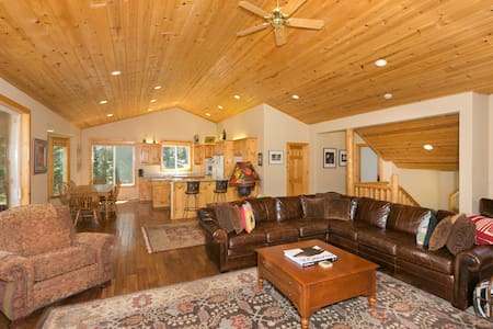 Club Drive - Luxury  4 BR w. Pool Table & Hot Tub! - Tahoe City - Hus