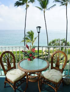 Hawaii Condo ON THE BEACH! Sleeps 4 - Byt