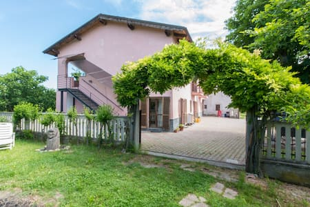 RossoMonferrato B&B - Sunset room - Bed & Breakfast