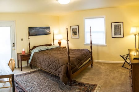 Private Room & Bath in East Sac - Sacramento - House