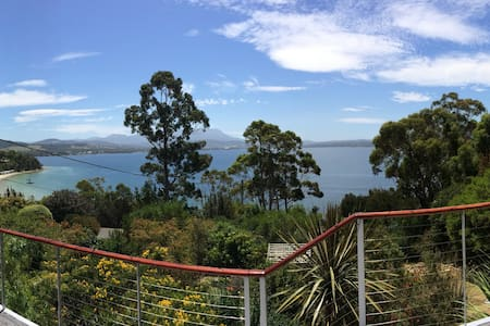Waterfront Beachouse near Hobart - Coningham - House